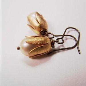 Jewelry - Flower pearl drop earrings🌷💐 Tulip drops